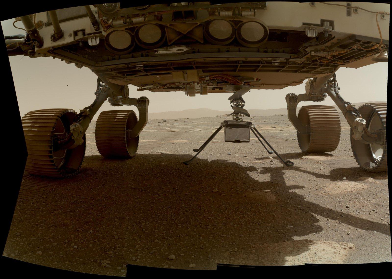 El helicóptero Ingenuity está en la superficie de Marte
